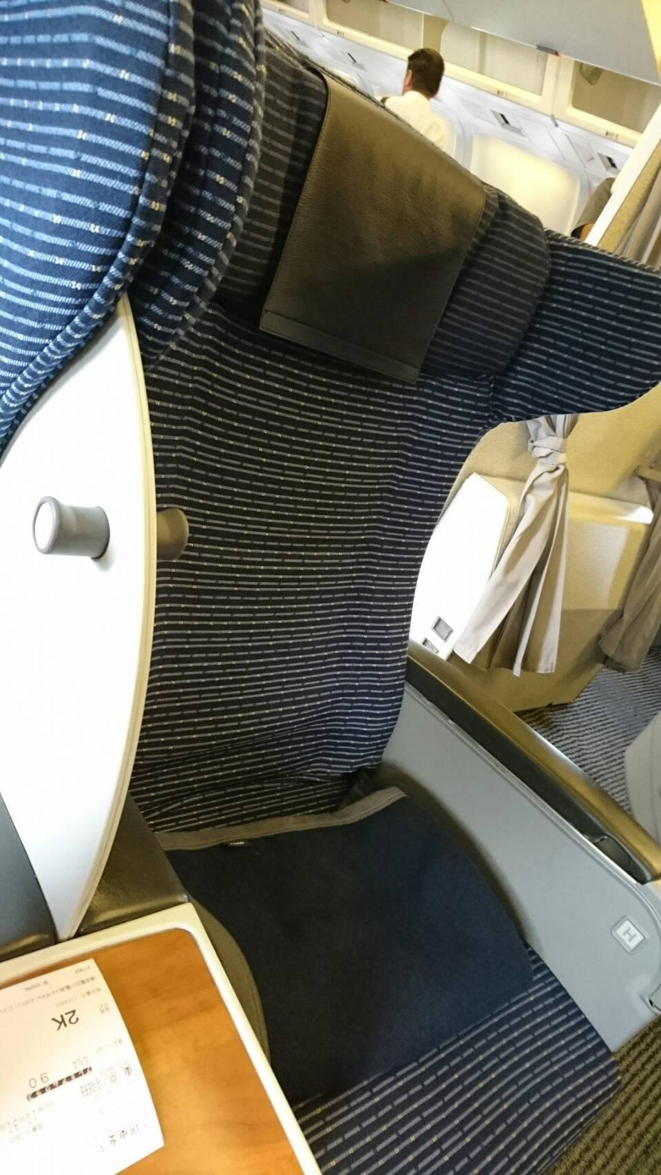 プレミアムクラス椅子1.jpg